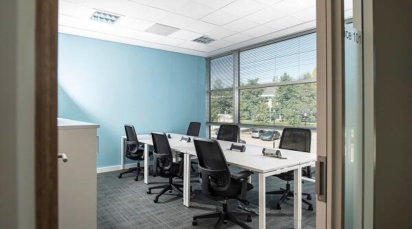 Falcon Gate AL8 office space – Meeting/Boardroom.
