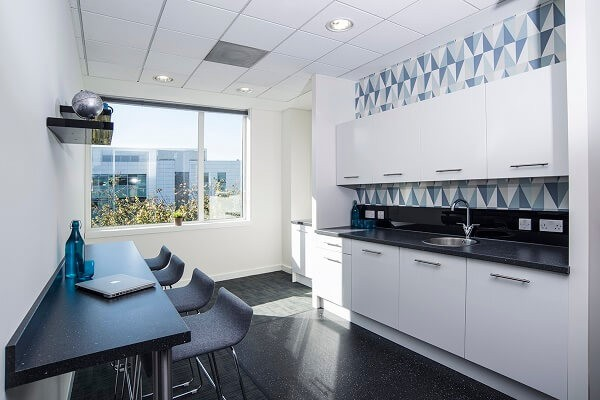 Falcon Gate AL8 office space – Kitchen