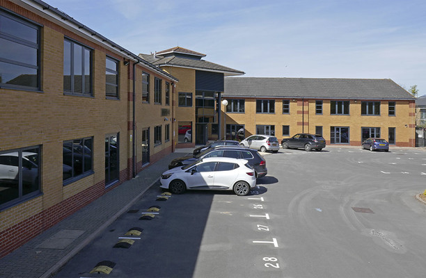 Aviary Court RG21 office space – Parking