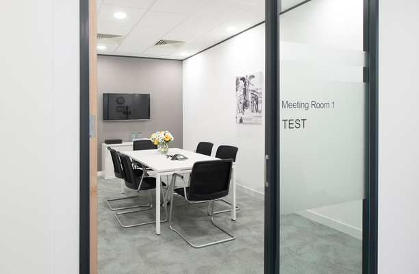 Grosvenor Square SO14 office space – Meeting/Boardroom.