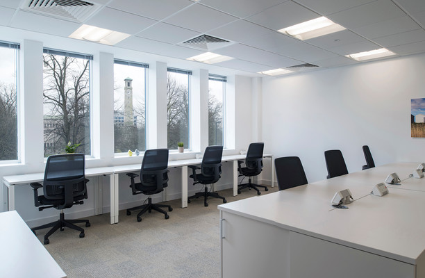 Grosvenor Square SO14 office space – Private Office (different sizes available).