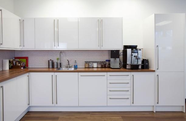 Thomas More Square E1, EC3 office space – Kitchen