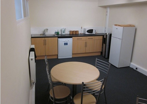 Thames Street KT13 office space – Kitchen