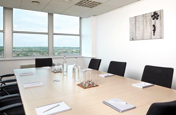 Queens Walk RG1, RG2, RG4, office space – Meeting/Boardroom.