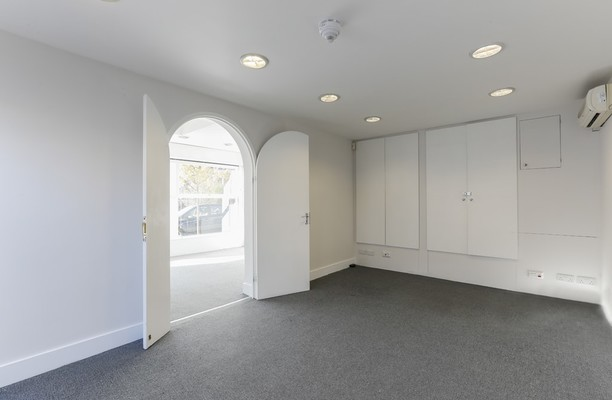 Sutton Court Road W4 office space – Foyer